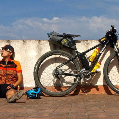 CAT700 Bikepacking Setup I BIKEPACKING I CONUNPARDERUEDAS.com