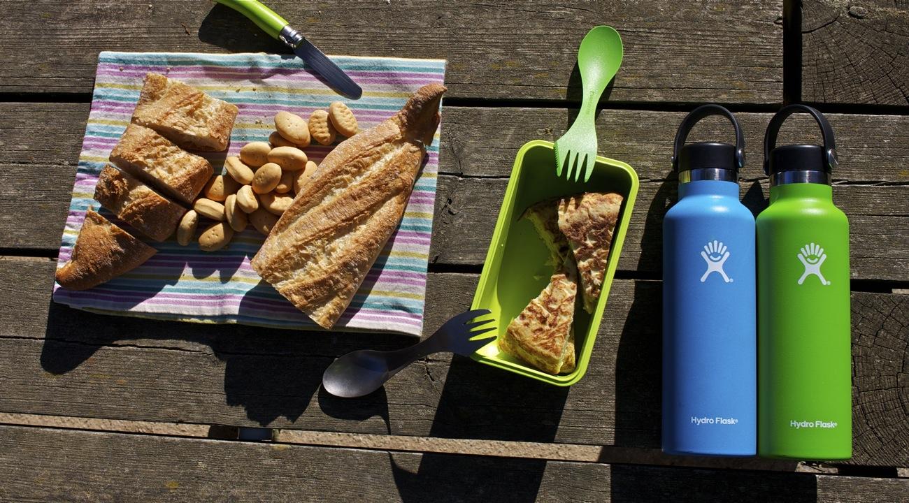 Hydro Flask 21 oz (621 ml), durante un picnic invernal en la sierra de Collserola.