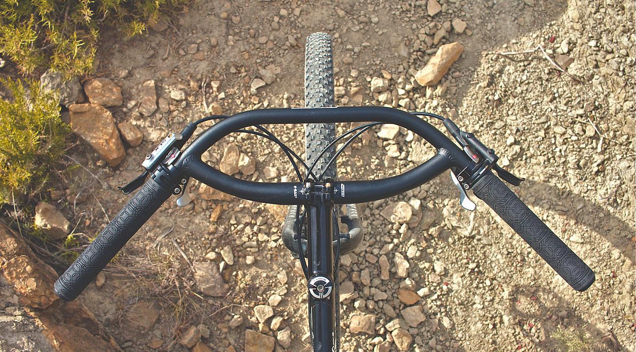 Test del manillar Jones H-Bar Loop 710 mm