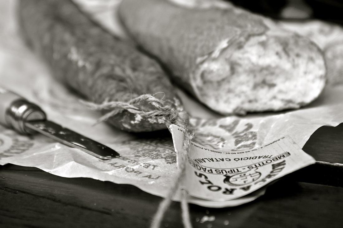 Pan con embutido artesano. TransCatalunya Bikepacking.