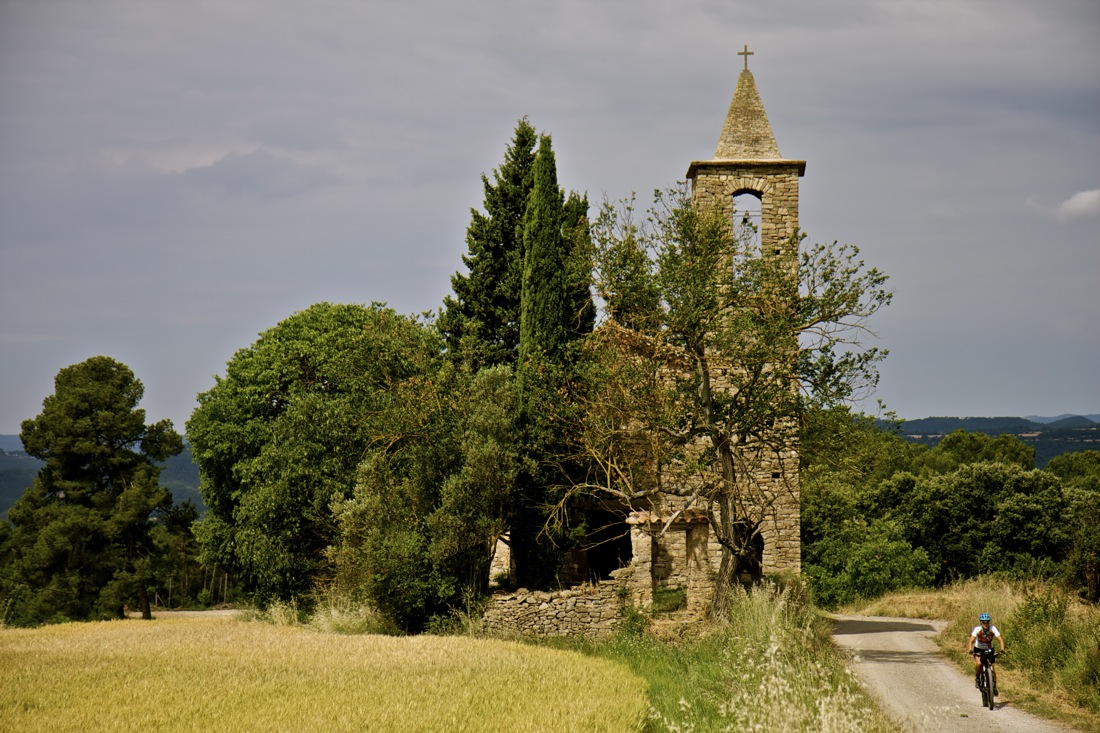 Iglesia de Sant Martí de Serraïma. TransCatalunya Bikepacking.