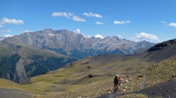 Ruta bikepacking del ibón de Urdiceto al ibón de Plan