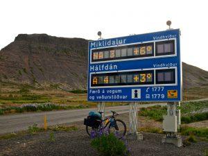 Siempre por debajo de los 10ºC, en pleno julio. Fiordos Oeste & Snaefellsnes. www.conunparderuedas.com