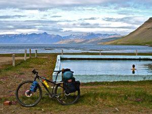 Piscina termal de Reykjafjarðarlaug. Fiordos Oeste & Snaefellsnes. www.conunparderuedas.com